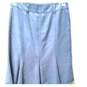 Liz Claiborne flattered skirt